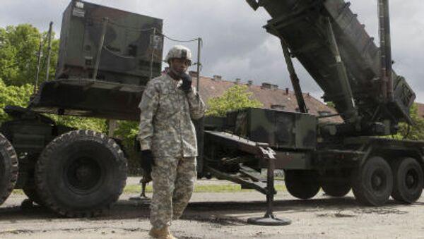 Americký voják vedle Patriotu v Polsku - Sputnik Česká republika