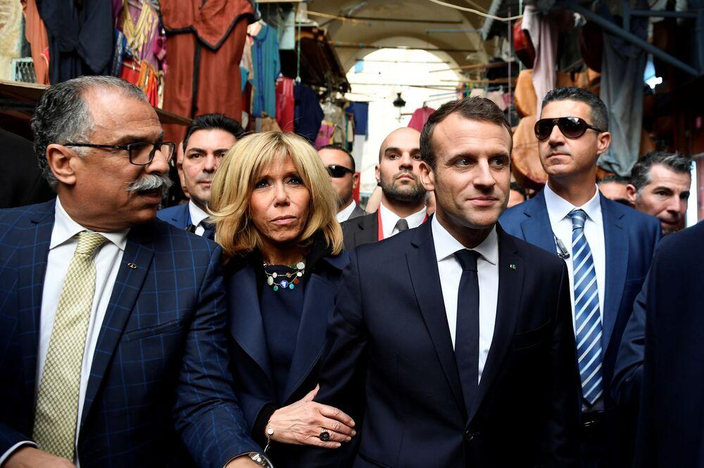 Směrem na jih. Emmanuel a Brigitte Macronovi jsou okouzleni Tuniskem