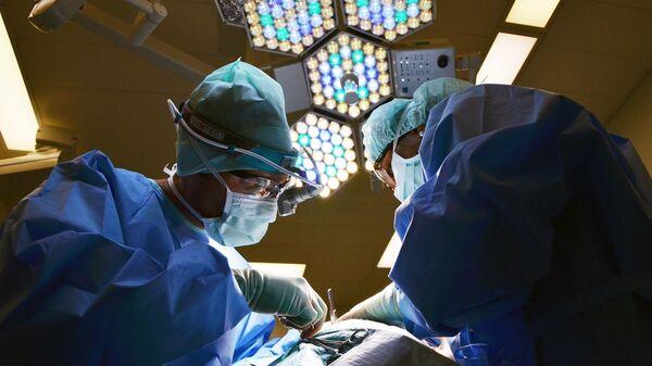 Lékaři během operace. Ilustrační foto - Sputnik Česká republika