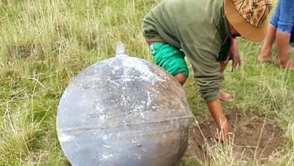 Obyvatele Peru vyděsila ocelová koule, která spadla z nebe - Sputnik Česká republika