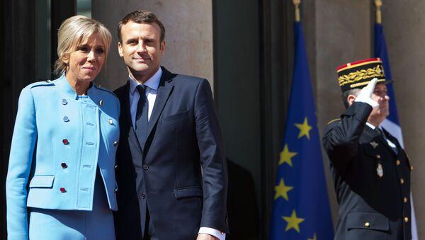 Francouzský prezident Emmanuel Macron s chotí Brigitte - Sputnik Česká republika