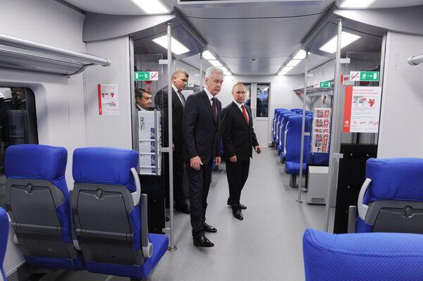 Politici, kteří se nebojí veřejné dopravy - Sputnik Česká republika