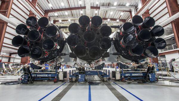 Supertěžká nosná raketa Falcon Heavy - Sputnik Česká republika