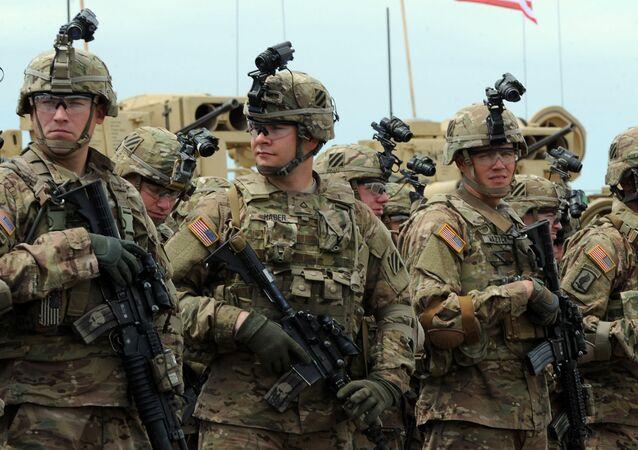 Američtí vojáci během cvičení Noble Partner 2015