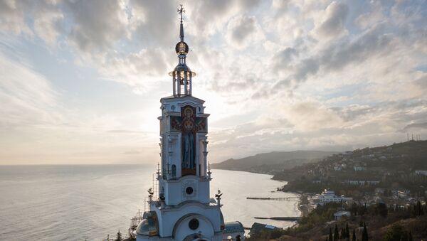 Pohled na kostel sv. Mikuláše, který zároveň vykonává funkce majáku, na Krymu - Sputnik Česká republika
