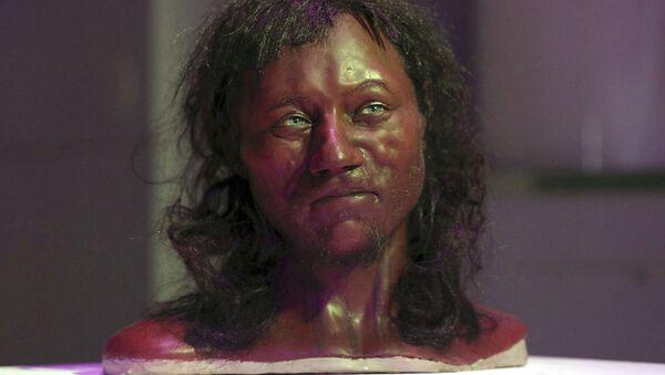 Rekonstrukce podoby hlavy kostry pravěkého muže z Velké Británie - Sputnik Česká republika