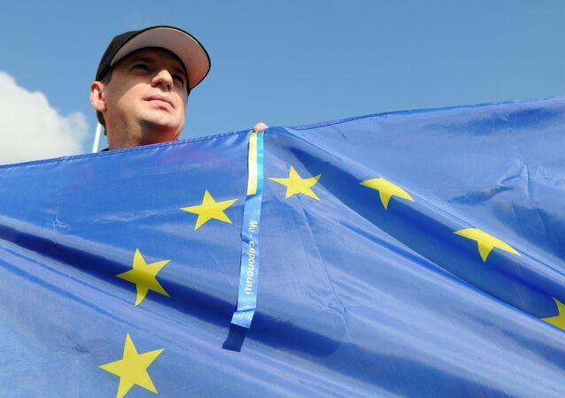 Ukrajinec s vlajkou EU