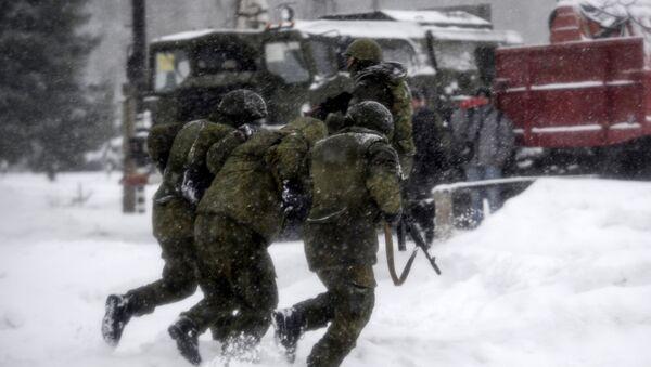 Ruští vojáci na pozadí raketového komplexu S-400 - Sputnik Česká republika
