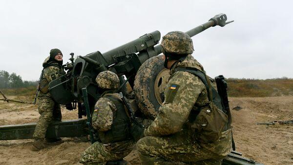 Ukrajinští dělostřelci během cvičení - Sputnik Česká republika