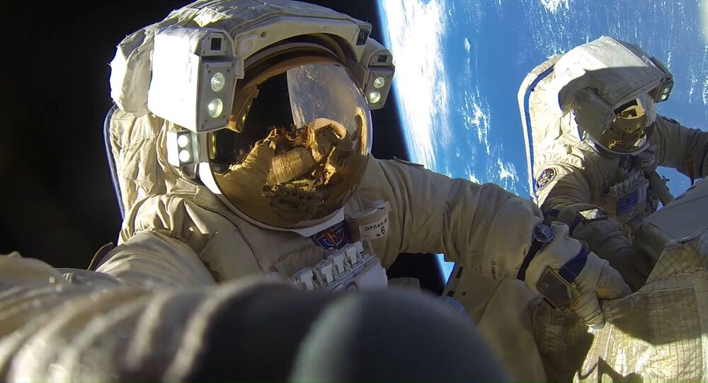 Ruští kosmonauti Anton Škaplerov a Alexandr Misurkin