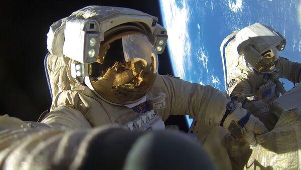 Ruští kosmonauti Anton Škaplerov a Alexandr Misurkin - Sputnik Česká republika