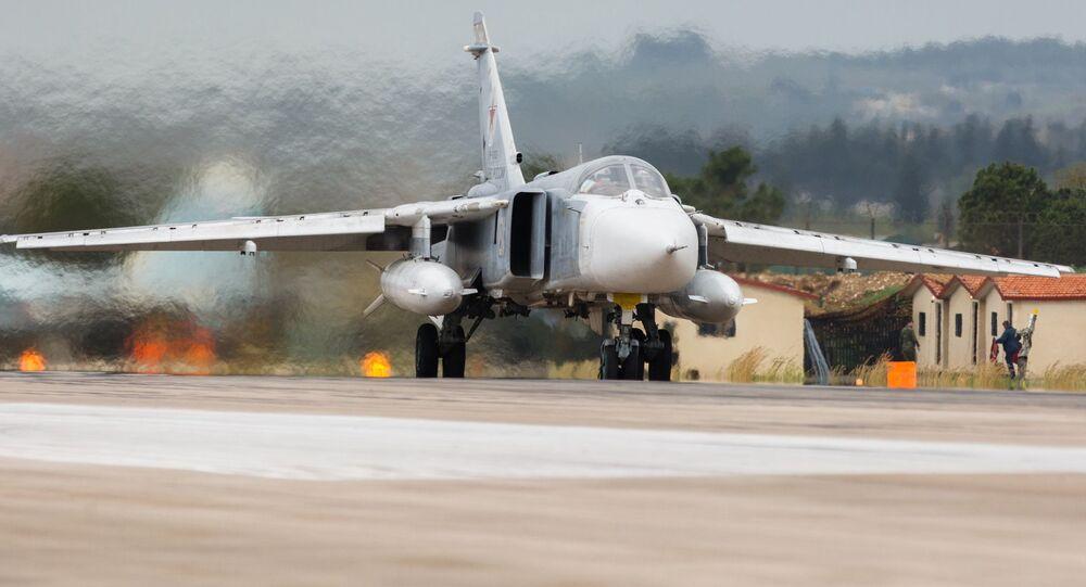 Ruský bombardér Su-24 na základně Hmímím