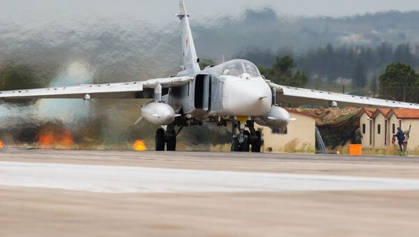Ruský bombardér Su-24 na základně Hmímím - Sputnik Česká republika