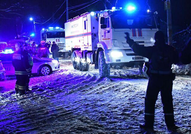 Záchranáři na místě pádu An-148