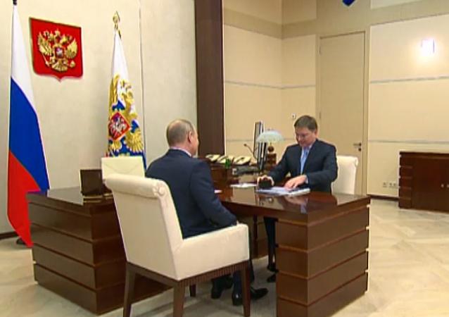 Putinovi ukázali dva nejdražší diamanty za celé dějiny Ruska a SSSR