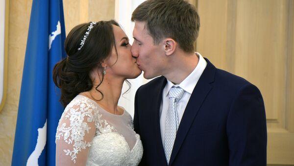 Svatba Semjona Denšikova a Olgy Potylitsiny - Sputnik Česká republika
