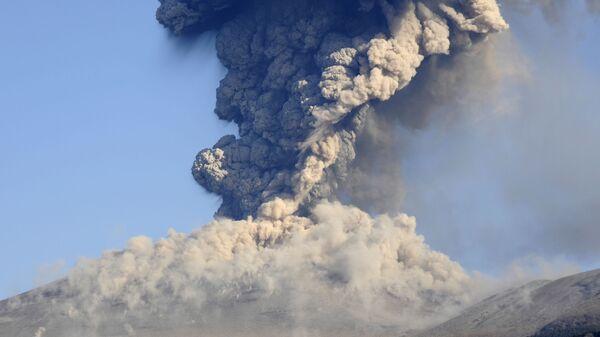 Vulkán Šinmoedake v Japonsku - Sputnik Česká republika