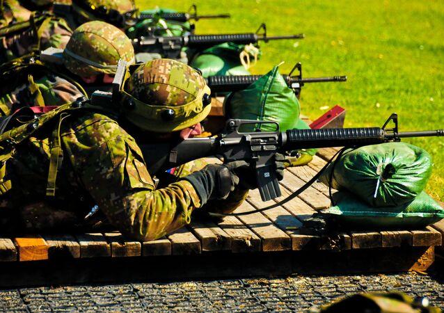 Vojáci slovenské armády při cvičení