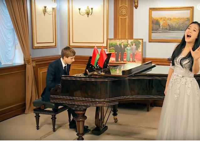 Lukašenkův syn přeje Si Ťin-pchingovi vše nejlepší do nového roku jako bos (VIDEO)