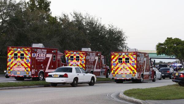Vozy záchranné služby na místě střelby ve škole na Floridě - Sputnik Česká republika