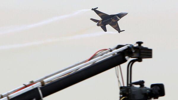 Turecké letadlo F-16 - Sputnik Česká republika