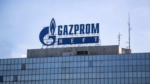 Логотип Gazprom Neft в Белграде, Сербия - Sputnik Česká republika