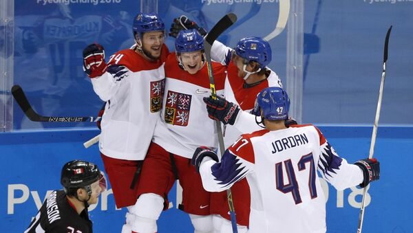 Čeští hokejisté během zápasu s Kanadou - Sputnik Česká republika