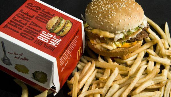 Big Mac a hranolky od restaurace McDonald's - Sputnik Česká republika