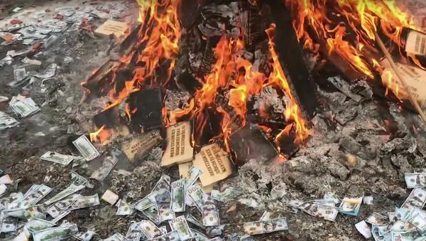 Ruská blockchainová sekta uspořádala tajný obřad k pádu dolaru (VIDEO) - Sputnik Česká republika
