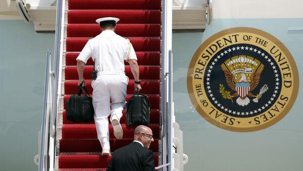 """""""Jaderný kufřík"""" prezidenta USA Donalda Trumpa - Sputnik Česká republika"""