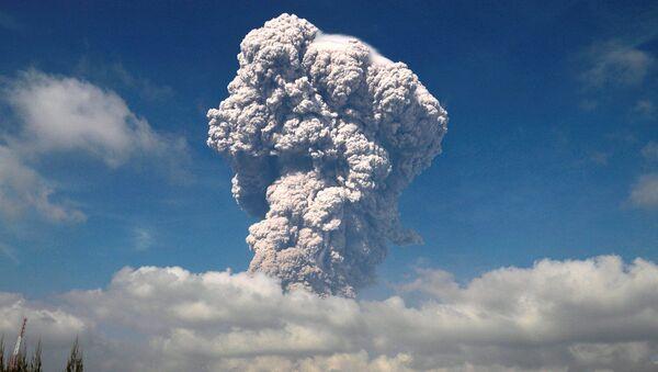 Erupce sopky Sinabung - Sputnik Česká republika