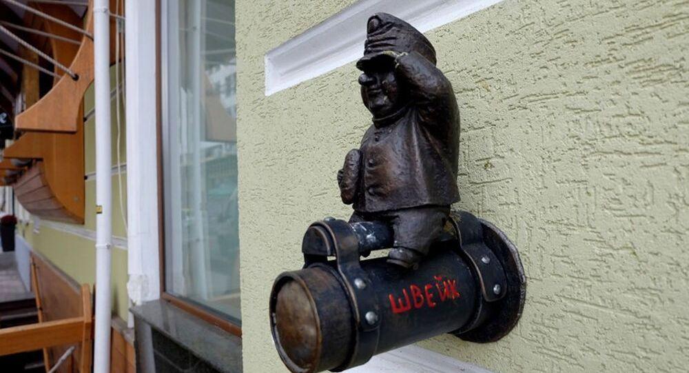 Soška vojáka Švejka z fasády oděské restaurace Gambrinus