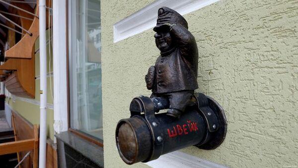 Soška vojáka Švejka z fasády oděské restaurace Gambrinus - Sputnik Česká republika