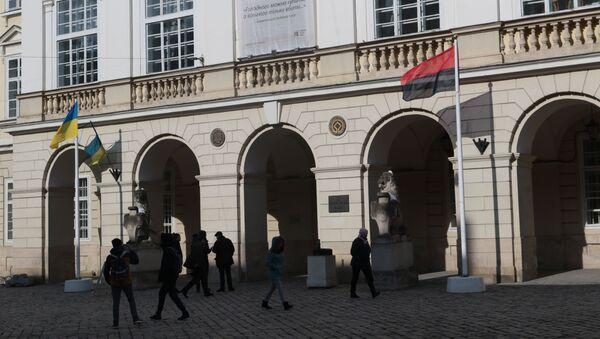 Na Ukrajině poprvé oficiálně vztyčili banderovskou vlajku - Sputnik Česká republika