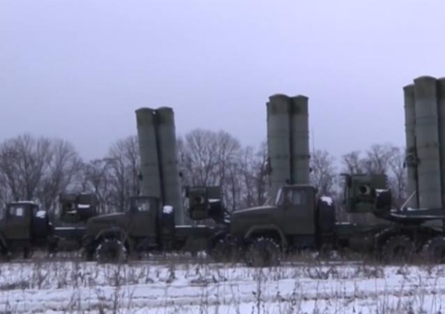 Taktická cvičení s komplexy S-300PM1 skončila v Rusku