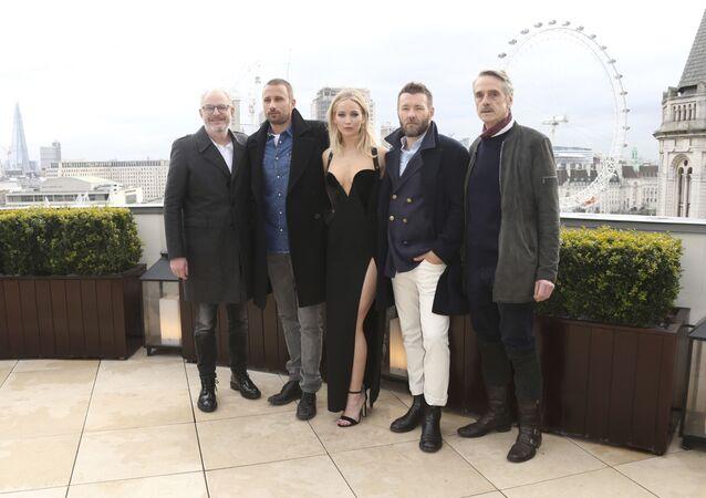 Focení herců filmu Red Sparrow na střeše hotelu Corinthia Hotel v Londýně