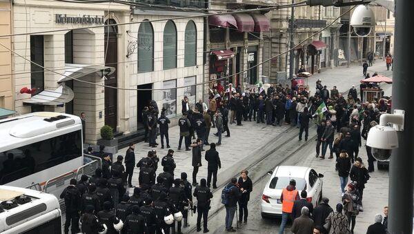 Protestní akce u Generálního konzulátu RF v Istanbulu - Sputnik Česká republika