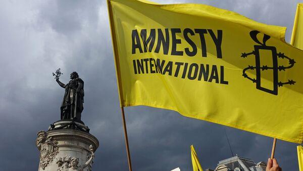 Vlajka Amnesty International v Paříži - Sputnik Česká republika
