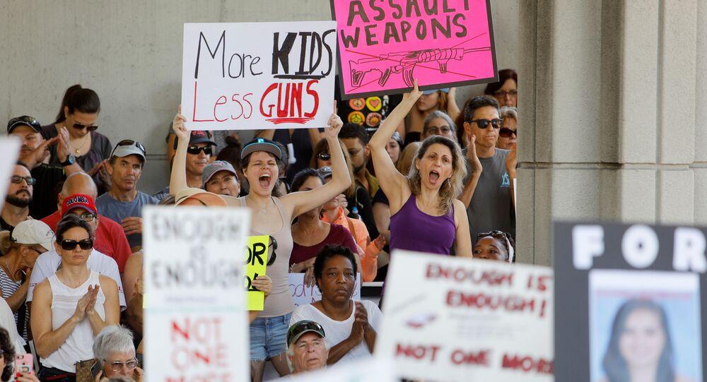Mítink proti volnému nošení zbraní na Floridě, USA
