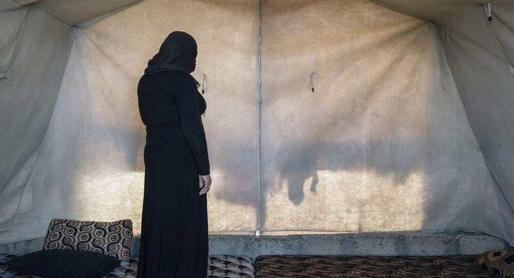 Jezídská žena v uprchlickém táboře v Iráku
