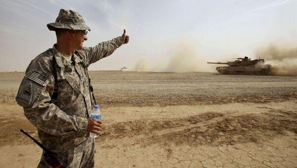 Americký voják hodnotí tank Abrams u Bagdádu - Sputnik Česká republika