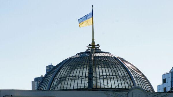 Ukrajinská vlajka na Nejvyšší radě - Sputnik Česká republika