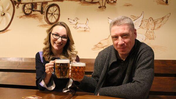 Majitel podniku Maxim Perevezňuk a jeho dcera Anita - Sputnik Česká republika