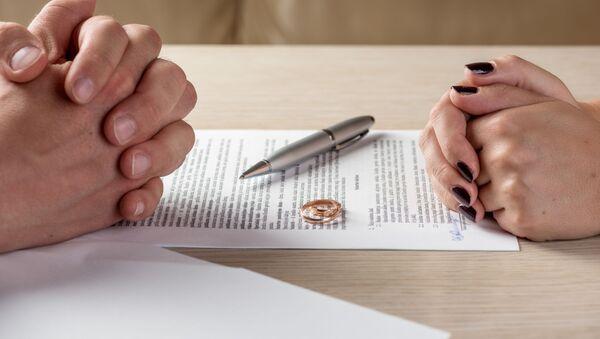 Muž a žena během rozvodu - Sputnik Česká republika