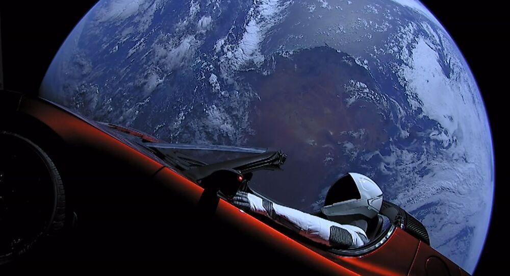 Automobil Tesla Rodster, který byl vypuštěn do vesmíru společností SpaceX
