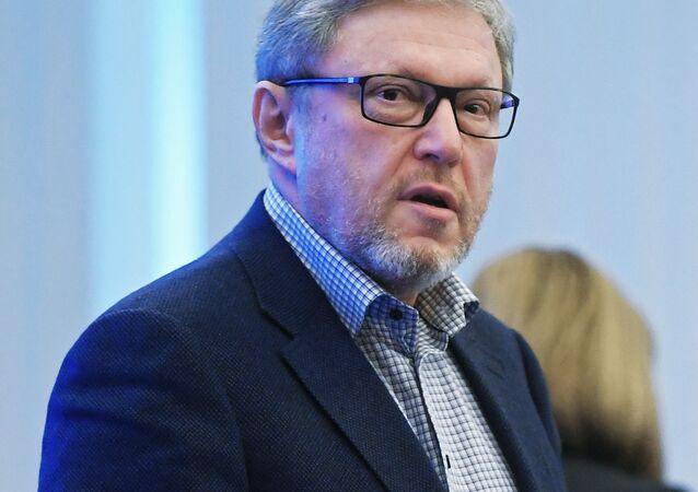 Kandidáti na prezidenta. Grigorij Javlinskij