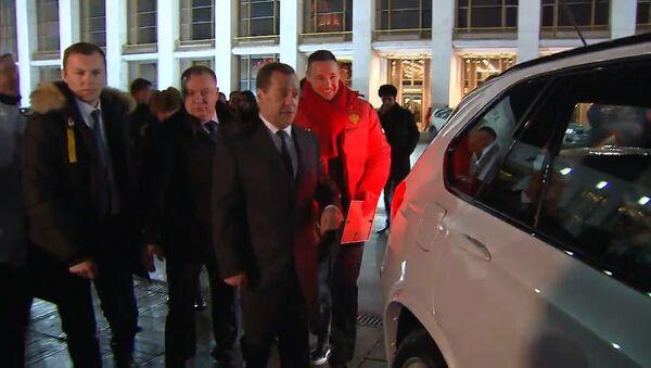 Ruský premiér předal klíče od aut ruským medailistům - Sputnik Česká republika