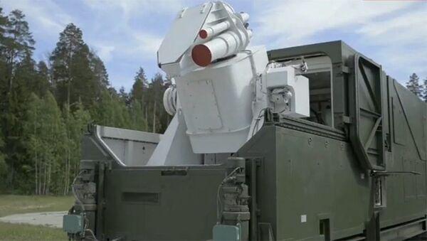 Vyobrazení laserového systému během přenosu projevu prezidenta Ruska Vladimira Putina Federálnímu shromáždění. - Sputnik Česká republika