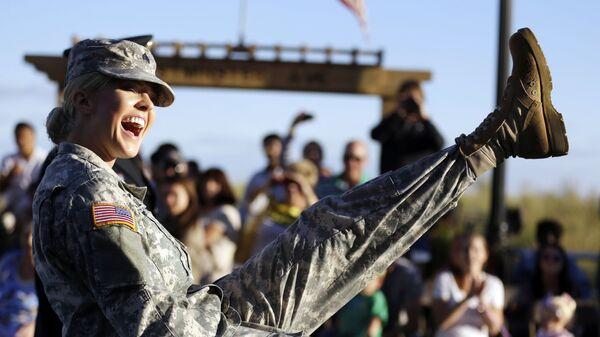 Женщина-солдат Национальной гвардии США  - Sputnik Česká republika