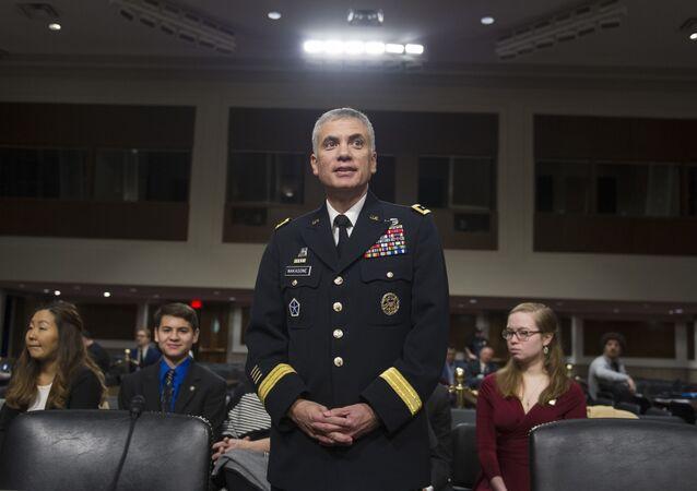náčelník kybernetického velení Pozemních vojsk USA, generálporučík Paul Nakasone